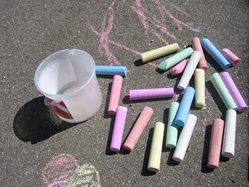 6-Beneficios-de-los-juegos-en-el-patio-blog-tizas