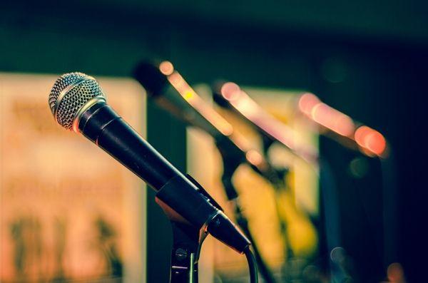 como-no-aburrir-hablando-formadores-blog-microfono