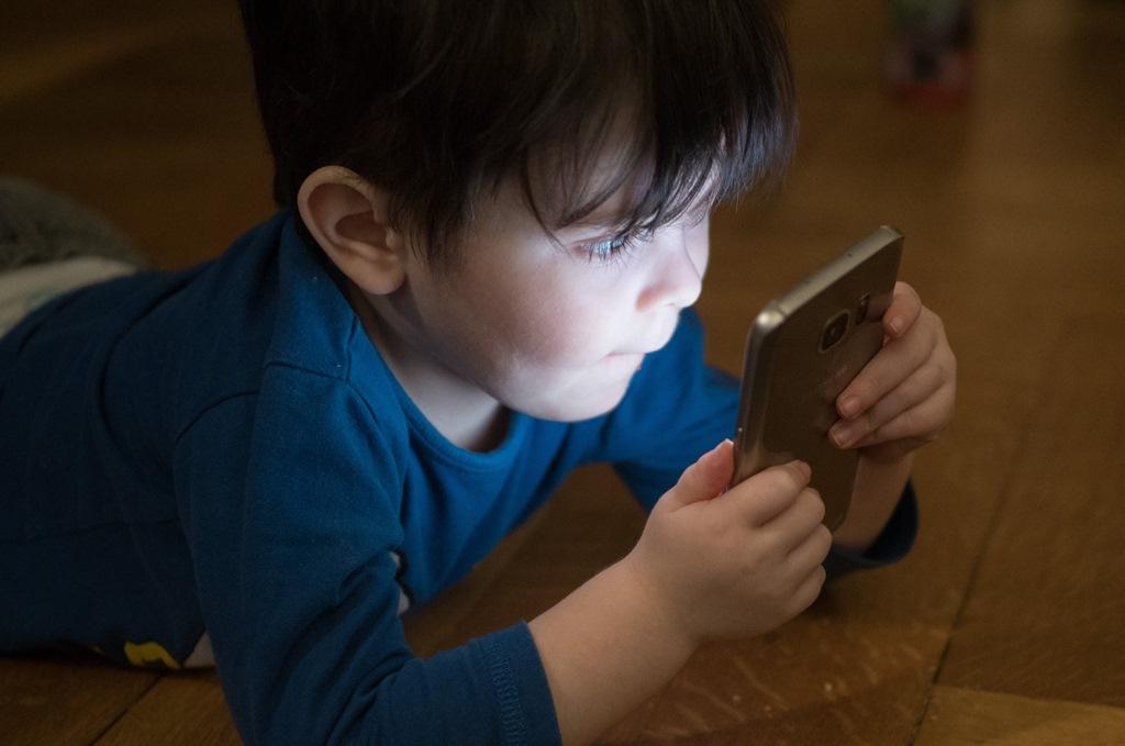 Los-moviles-y-los-niños-blog-infancia