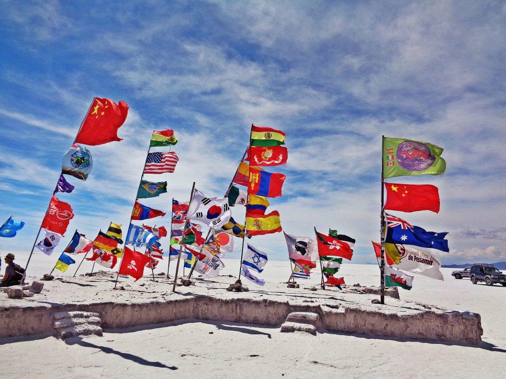 La-interculturalidad-en-el-aula_banderas