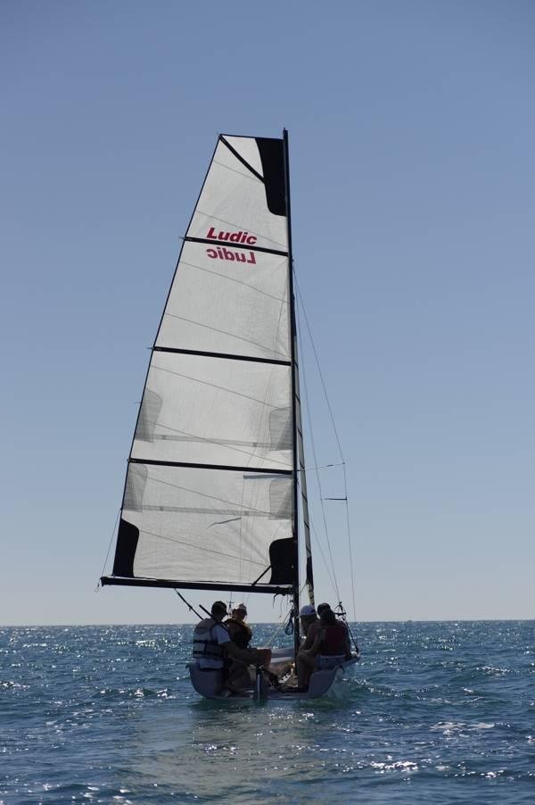 viajes-fin-de-curso-playa-escala-catamaran