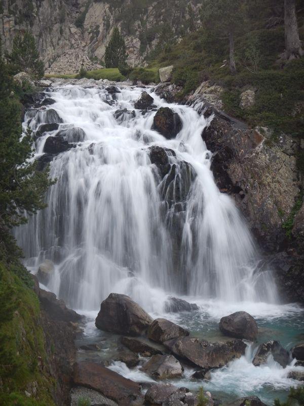 viajes-fin-de-curso-montana-espot-cascada