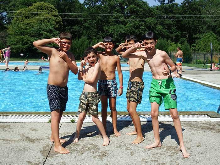 ocio-saludable-campamentos-chicos-piscina