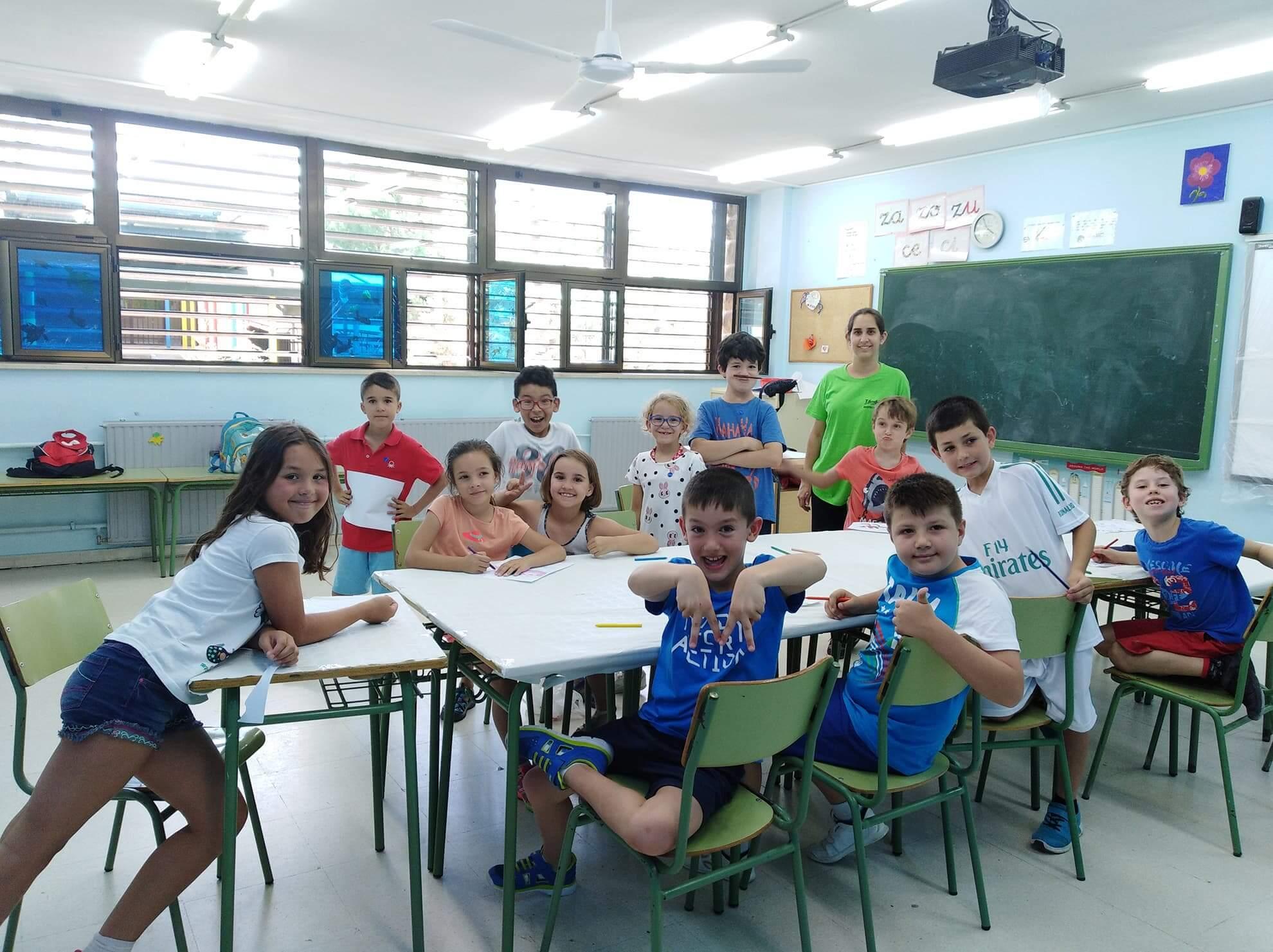 Grupo de estudiantes en una extraescolar