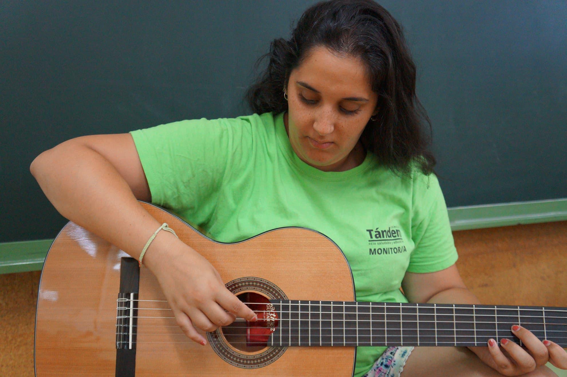 ocio-saludable-extraescolares-ludico-guitarra